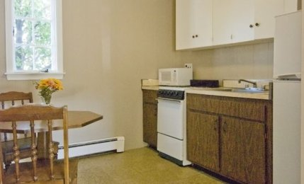 3 Queen Suite - Kitchenette / Sitting Area
